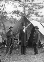 Lincoln, in a top hat, with Allan Pinkerton and Major General John Alexander McClernand at Antietam