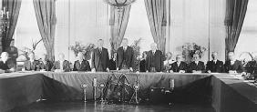 President Calvin Coolidge, Secretary of Commerce Herbert Hoover, and Secretary of State Frank Kellogg (all three standing), with representatives of the governments that ratified the Kellogg-Briand Pact, a formal renunciation of war. LIBRARY OF CONGRESS