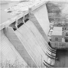 The Norris Dam was one of the first major projects of the Tennessee Valley Authority in 1942. LIBRARY OF CONGRESS