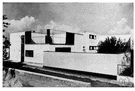 Gropius - United States architect (born in Germany) and founder of the Bauhaus school (1883-1969)